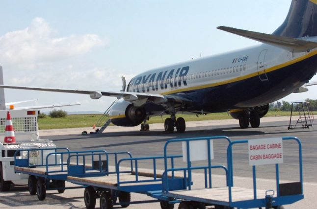 France sends in bailiffs to seize Ryanair plane on tarmac at Bordeaux airport