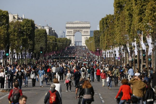 Paris mayor mulls plan to ban cars from historic centre