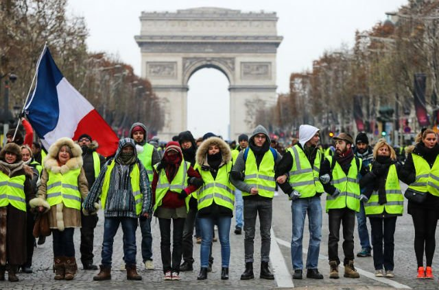 France's 'yellow vest' protests calmer on decisive weekend