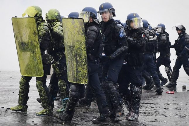 Blue vests: Fatigued French police to launch their own protests and blockades