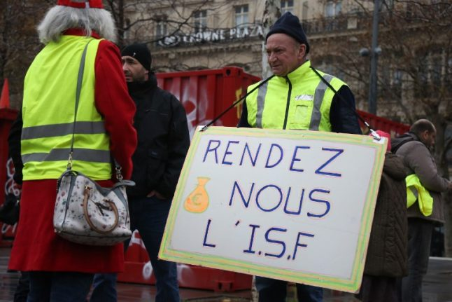 French government to consider bringing back taxes on high earners