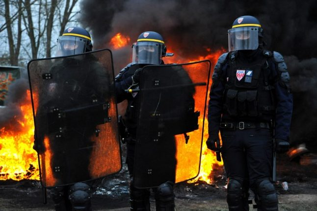 Disgruntled French police to stage day of protest as anger mounts