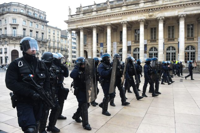 12,000 police on duty in Paris as 'yellow vests' call protests