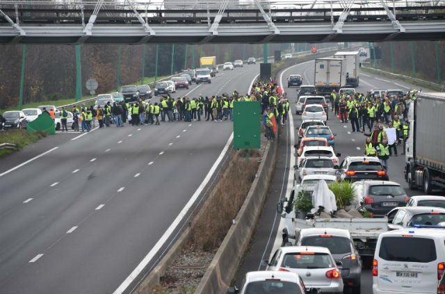 Driver killed near French border due to 'yellow vest' blockade