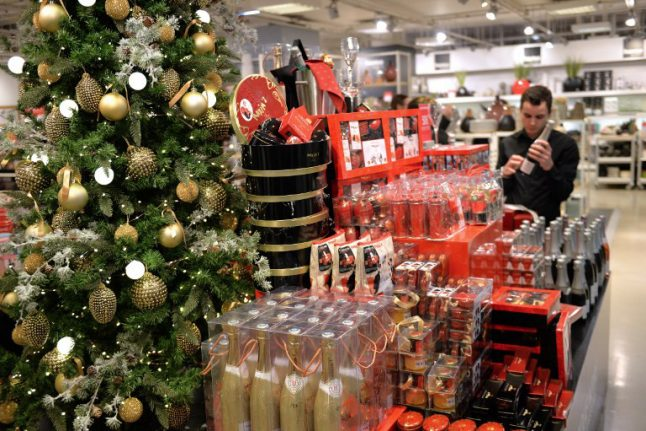 Solidarity: France hands €500 million of Christmas bonuses to country's poorest