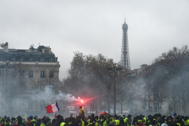 Tourists urged not to cancel trips to Paris over 'yellow vest' violence fears