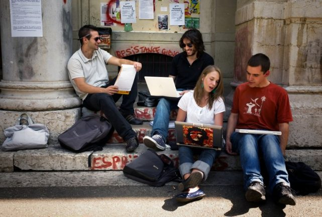 Five crucial tips for Americans who want to study in France