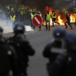 Yellow vests: France set to bring in controversial anti-rioting bill