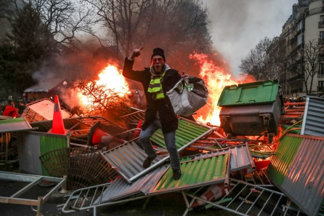 How France hopes to prevent further violence at 'yellow vest' protests