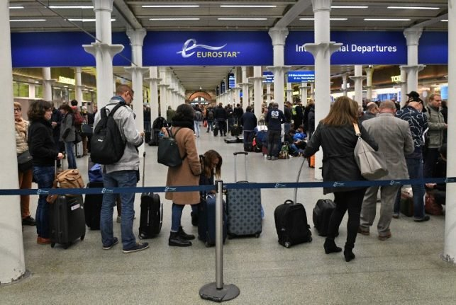 Brexit: French rail bosses ease fears over Eurostar services
