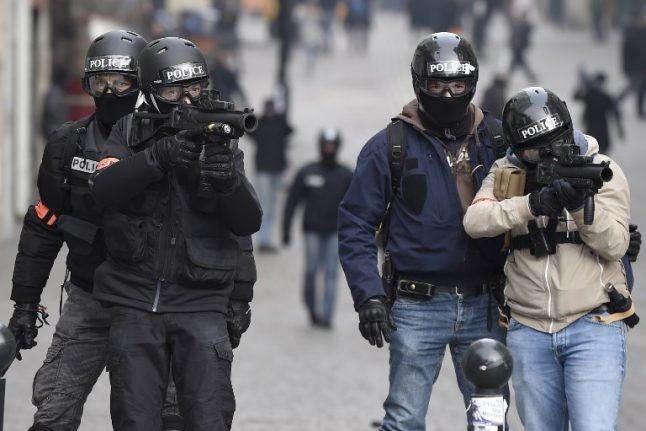 'Stop shooting rubber bullets at yellow vest protesters', France told