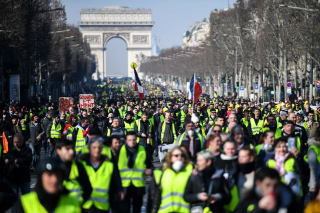 Yellow vests scream 'dirty Zionist' at French writer