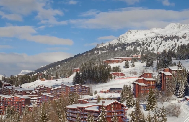 Hundreds evacuated after French Alps ski resort hit by 'arson'
