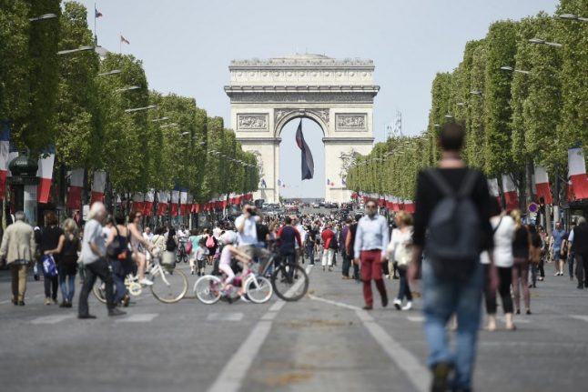 Crystal fountains to be built on the Champs-Elysees