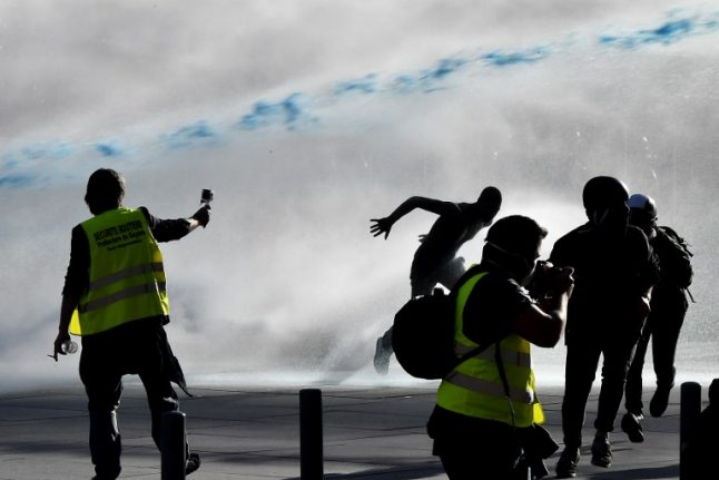 'Stay indoors': Bordeaux mayor fires warning to residents ahead of yellow vest protest