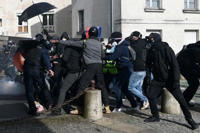 Fresh casualties as France's 'yellow vest' protests march