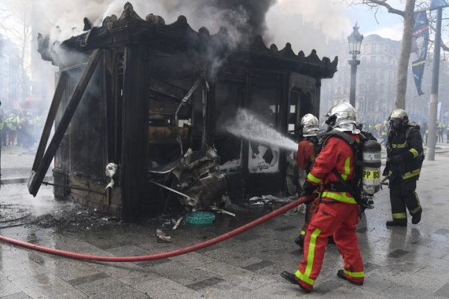 John Lichfield to hand over €13k raised for Paris kiosk owners hit by yellow vest violence
