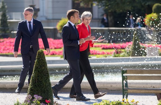 Macron to hold talks with May before crucial EU Brexit summit