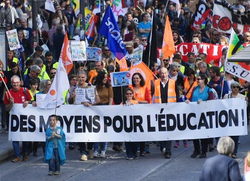 Schools across France shut due to strike action by teachers