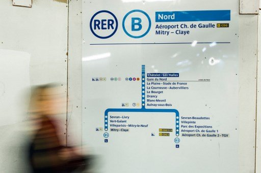 Passengers to Paris airport face bus replacement service after signal failure on train line