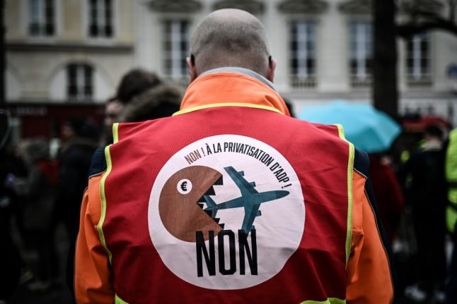 Gilets Jaunes plan 'festive blockade' at French airports this weekend
