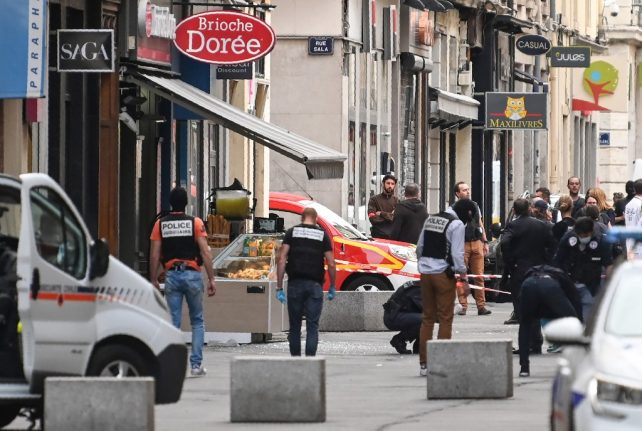French police hunt suspect after Lyon bomb 'attack'
