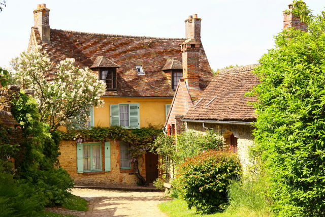 EXPLAINED: The real role of a notaire when buying a house in France