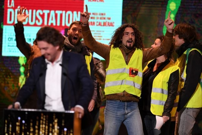 'Yellow vest' protesters disrupt French theatre awards ceremony