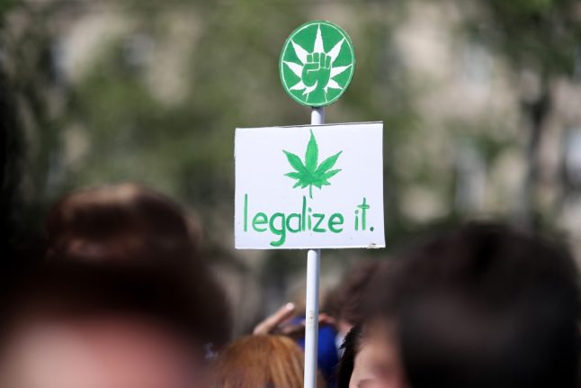 French economists tell government to legalise cannabis to bring in extra €2.8bn