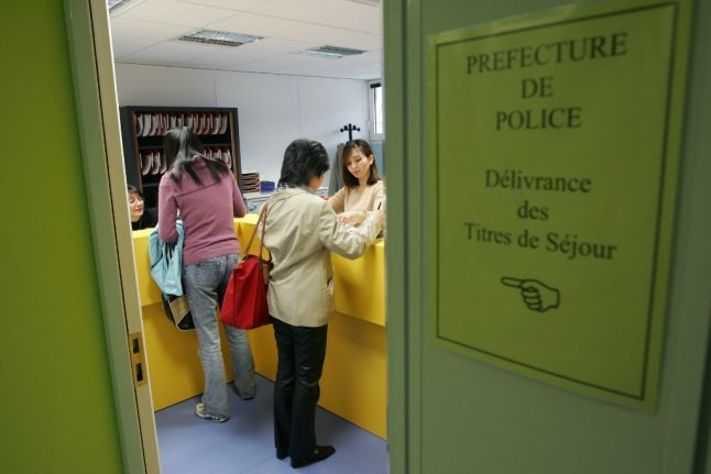 French authorities warn over 'black market' in paid residency permit appointments