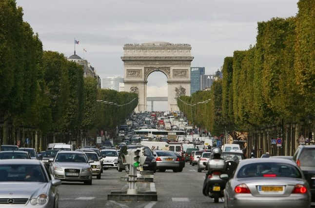 Paris bans most polluting cars as heatwave leads to pollution spike