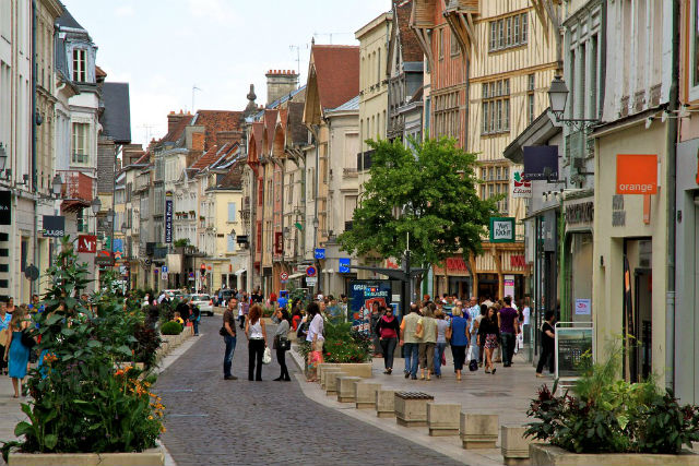 ANALYSIS: How France killed its small towns and why money is not the answer