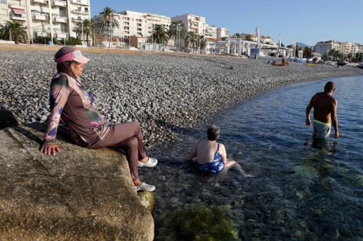 Swimming pools in French town close in row over burkini ban
