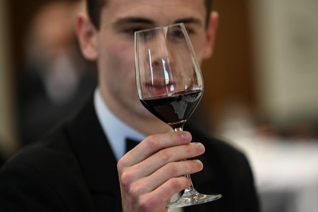 How to taste wine like a professional (according to French experts)
