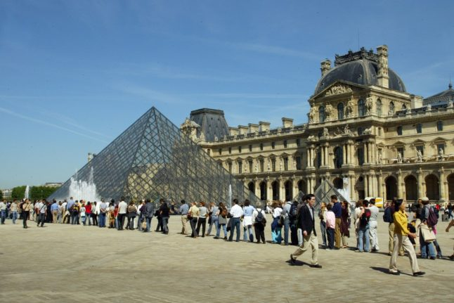 Visitors to Paris' Louvre museum warned to buy tickets in advance