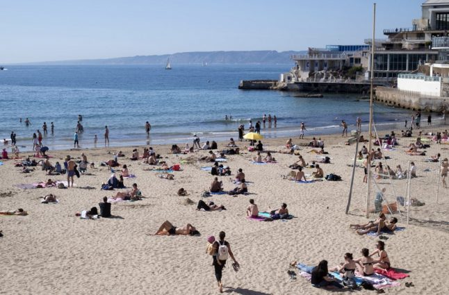 Beaches closed on French Riviera after pollution alert