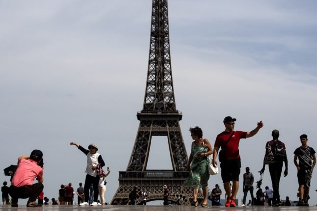 Tell us: Are there too many tourists in Paris?