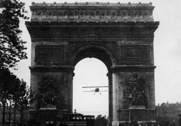 100 years since French daredevil pilot completed Arc de Triomphe stunt