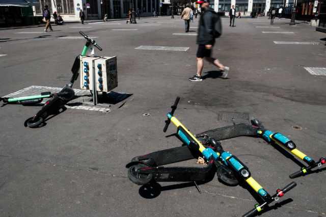 Leaving scooters scattered on Paris pavements will now net you a €35 fine