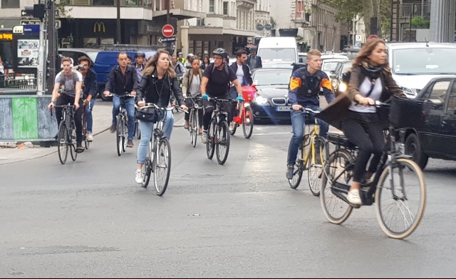 Metro strike shows Paris could become a cycling city (once the roadworks end)