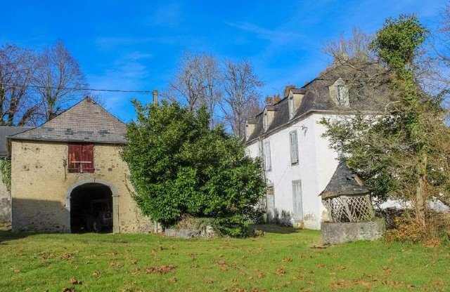 From barns to chateaux: Ten properties to renovate you can buy in France