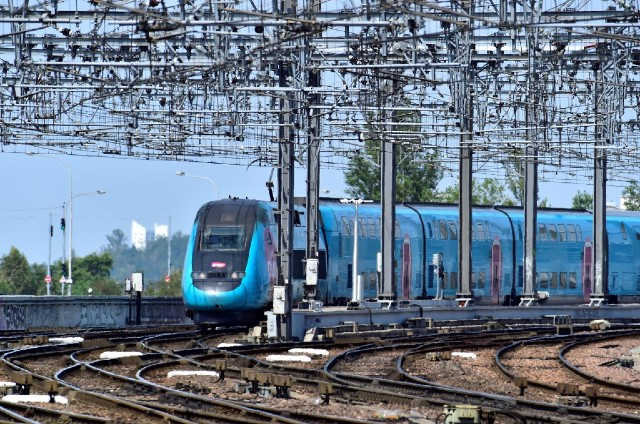 Trains between Paris and western France badly disrupted as strike continues