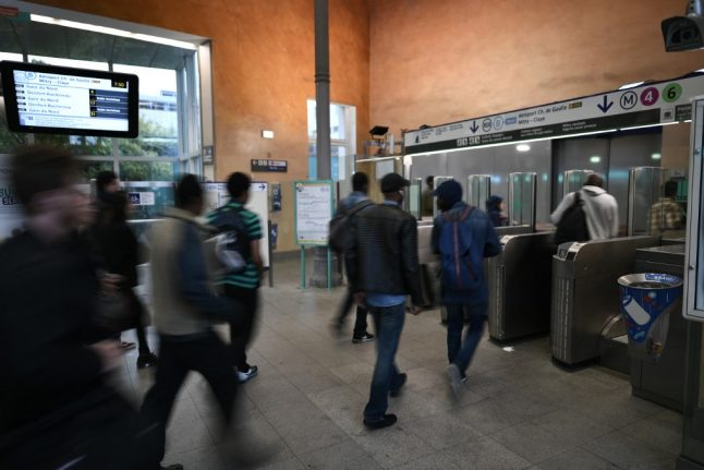 Paris Metro prices to rise - but only for people using paper tickets