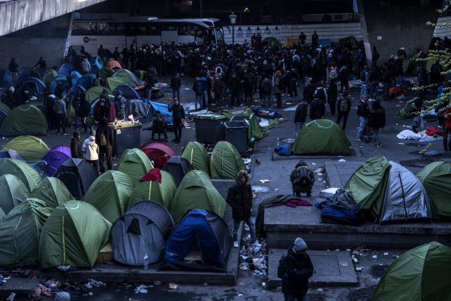 French police clear out sprawling migrant camps in northern Paris
