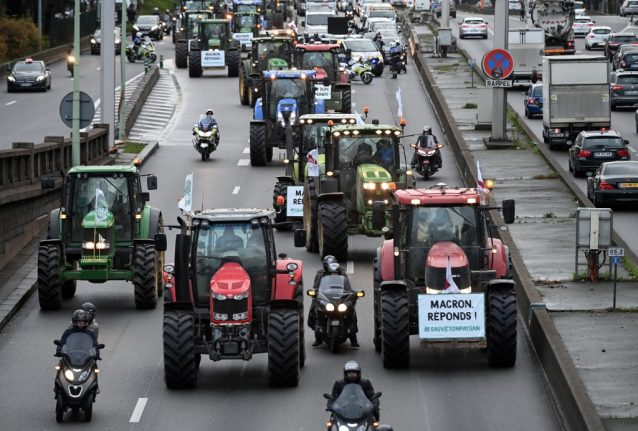 IN PICTURES: Hundreds of tractors roll in to Paris to protest 'agri bashing'