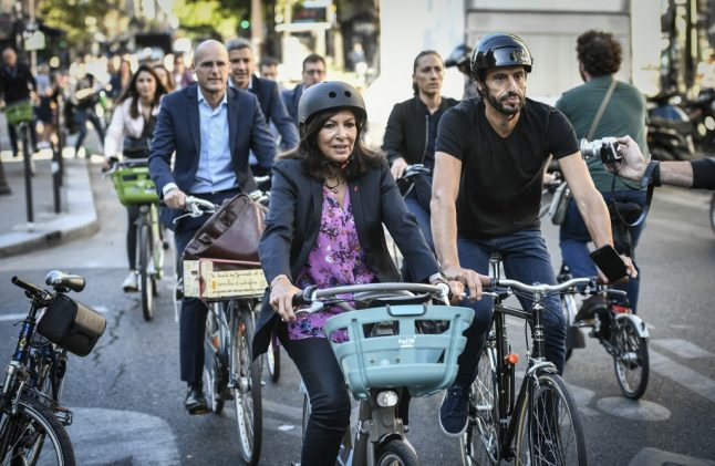 Number of cyclists in Paris soars as car journeys decrease