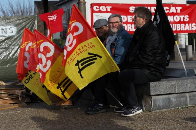 Christmas Eve transport disrupted as French strikers vow to keep up pressure