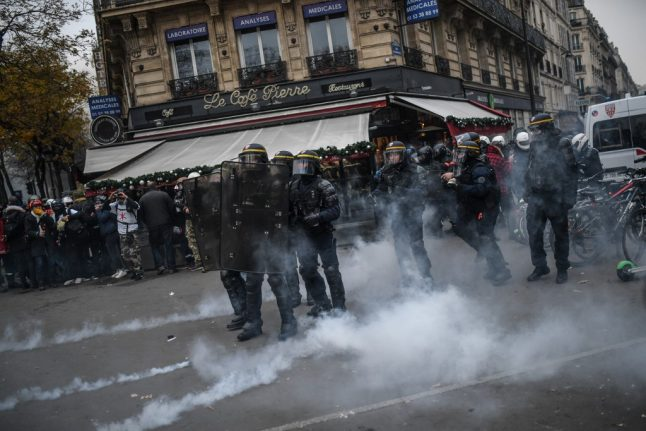 Police in Paris fear more violence at 'yellow vest' marches on Saturday