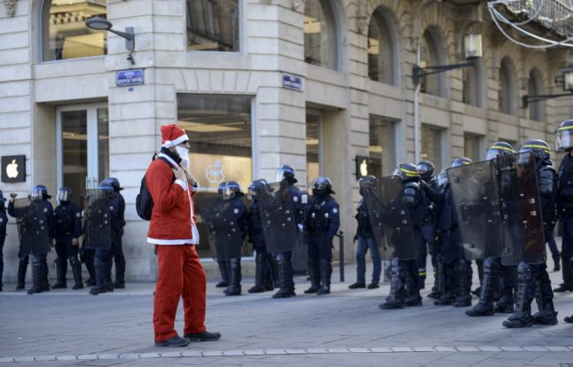Could the French government ban strikes during the holidays?
