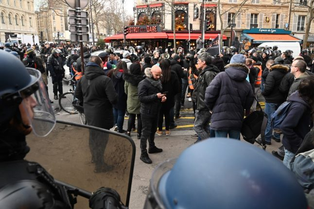 Paris police close more Metro stations after surprise demo from strikers